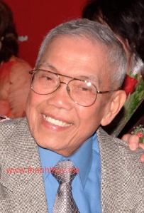 """Nhạc Sư Lê Văn Thiện trong đêm """"Saigon màu kỷ niệm"""" (photo: Thanh Châu)"""