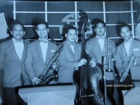 Ban nhạc Đại Nam - từ trái: Lê văn Thiện (Piano), Đan Thọ. (Saxo Tenor & Violon) Nguyễn văn Hạnh (Bass). Văn Ba (Trumpet), Huỳnh Anh (Trống)