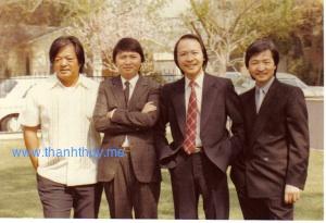 Tài tử Nguyễn Long chụp hình chung với các anh em của nhạc sĩ Nam Lộc