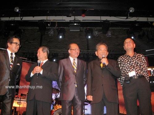từ trái: Elvis Phương, Nhạc sĩ Ngọc Chánh, MC Nam Lộc, Nhạc sĩ Hoàng Liêm & Mạnh Tuấn (ban Shotguns)
