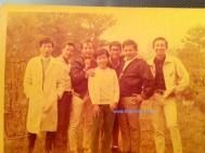 từ trái: Pat Lâm, Ngọc Chánh, Elvis Phương, Ngọc Mỹ, Quốc Hùng, Hoàng Liêm, Duy Khiêm