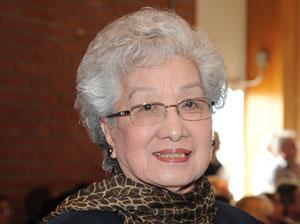 Bà Nguyễn Thị Hạnh Nhơn trong buổi lễ vinh danh của TNS. Lou Correa. (Hình: Dan Huynh/Người Việt)