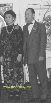 Lữ Liên và người vợ quá cố trong lễ thành hôn của Tuấn Ngọc, con trai của ông bà