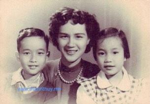 Ba mẹ con. Từ trái: Bửu Minh, Minh Trang và Ðoan Trang (tức Quỳnh Giao hồi bé) (Hình: Quỳnh Giao)