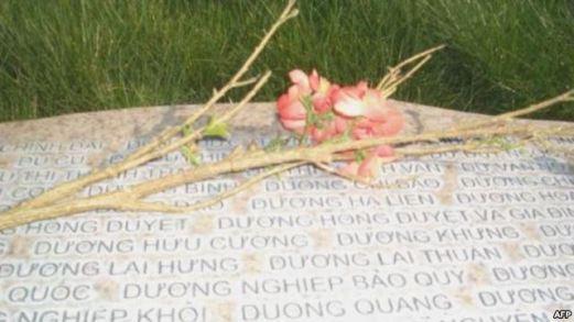 Nơi yên nghỉ của nhạc sĩ Dương Hồng Duyệt tại khu Tượng đài Thuyền nhân, thành phố Westminster, Cali