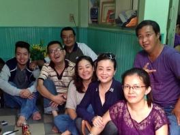 Hữu Châu và gia đình trong ngày giỗ lần thứ 35 của Thanh Nga