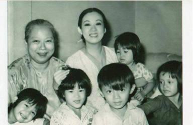 Bà bầu Thơ, Thanh Nga và gia đình