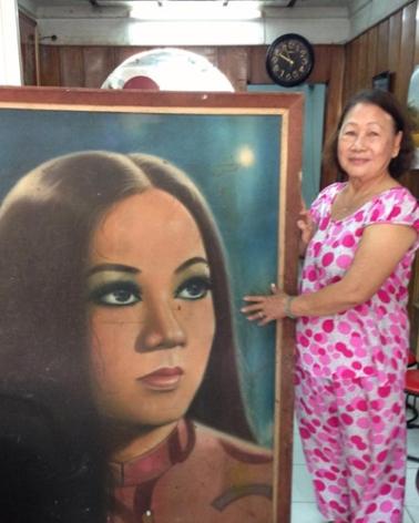Một khán giả còn lưu giữ bức ảnh vẽ Thanh Nga khi đoàn hát của bà diễn vở Thái hậu Dương Vân Nga
