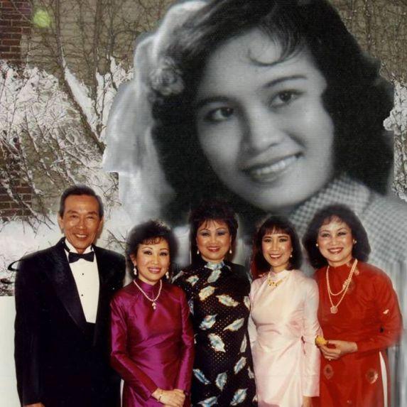 Ảnh trên là ca sĩ Hà Thanh. Ảnh dưới, từ trái sang phải là các ca sĩ Anh Ngọc, Mai Hương, Kim Tước, Quỳnh Giao và Hà Thanh chụp năm 1992