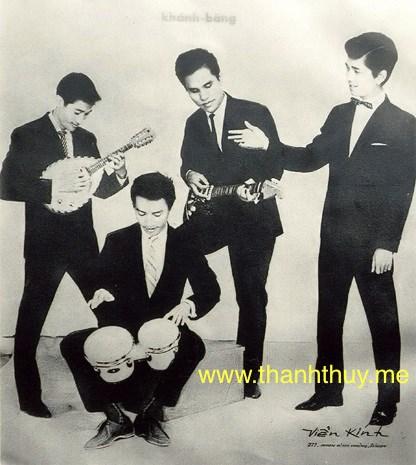 Ban nhạc Khánh Băng - Phùng Trọng một thuở lẫy lừng. Từ trái: Lê Duyên (mandolin), Khánh Băng (guitar), Phùng Trọng (trống), Duy Mỹ (hát)