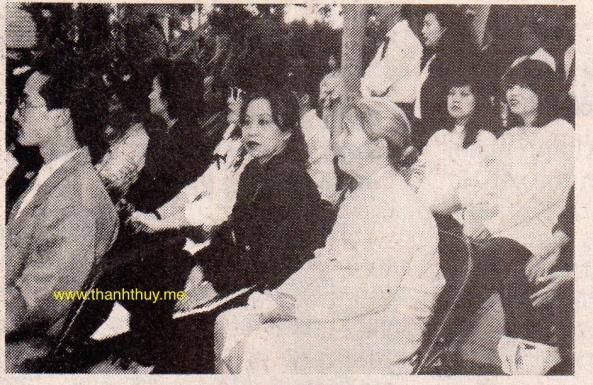 Bổn báo chủ nhiệm Trần thị Diễm Phúc tham dự lễ cầu siêu.
