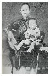 Trần Văn Khê và thân mẫu (1924)