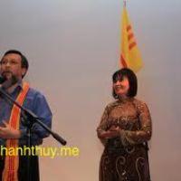 Thằng Bé Tát Dầu (Nam Dao & Phan Văn Hưng; ý lời: Nguyễn Song Pha), qua tiếng hát Phan Văn Hưng