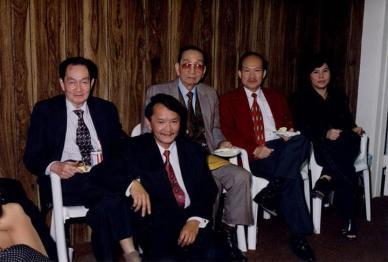 Từ trái qua phải: Nhà văn Thinh Quang, Hồ Xuân Mai, Chủ Tịch Cộng Đồng Người Việt Đinh Văn Ngọc, Ông Bà Mười Trương