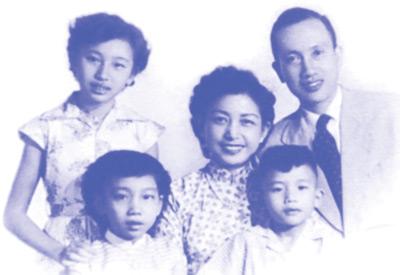 Mai Hương cùng Bạch Tuyết và em trai (đã mất) bên song thân là Kiều Hạnh và Phạm Ðình Sĩ.