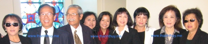từ trái: Lệ Thu, Phạm Hợp, Trọng Minh, Thanh Châu, Thanh Nga, Quỳnh Giao, Mỹ Thúy, Thanh Thúy, Mai Hương