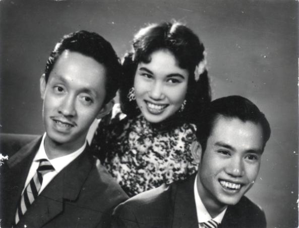 Thái Thanh cùng Hoài Trung (trái) và Hoài Bắc trong ban Hợp ca Thăng Long