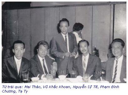 từ trái: Mai Thảo, Vũ Khắc Khoan, Nguyễn Sỹ Tế, Phạm Đình Chương, Tạ Tỵ