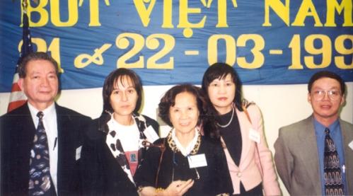 từ trái: Khải Chính, Ngô Tịnh Yên, Minh Đức Hoài Trinh, Ngọc Anh và Trương Sĩ Lương
