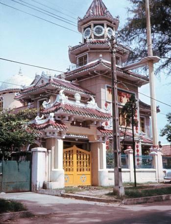 Chùa Tam Tông Miếu trên đường Cao Thắng, cách nhà Thanh Thúy không bao xa.