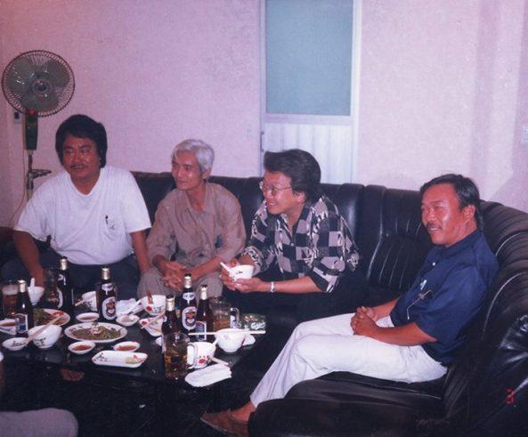 Từ trái sang: Nhạc sĩ Tô Thanh Tùng, Hoàng Trang, Trần Quốc Bảo, Đynh Trầm Ca tháng 3 năm 1998 tại Saigon
