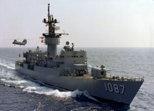 USS_Kirk_(FF-1087)_UNREP