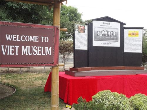 Bức tường tưởng niệm sẽ dựng tại San Jose và hình ảnh lịch sử tại Sài Gòn, trung tá Nguyễn Văn Long tự sát tại tượng đài TQLC VN
