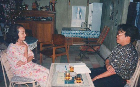 Ảnh chụp ca sĩ Mộc Lan và TQB tại nơi cô ở ngày mùng 6 Tết âm lịch năm 1996