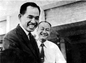 Ông Khai Trí và nhà soạn tự điển Nguyễn Văn Khôn