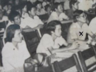 Ảnh tư liệu: Nhạc sĩ Trúc Phương, người ngồi bên phải (dấu X), đang ngồi chấm thi Hội diễn Văn nghệ Quần chúng năm 1990 tại Vĩnh Long