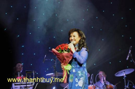 Ảnh Thanh Thúy hát ở Úc Châu năm 2013