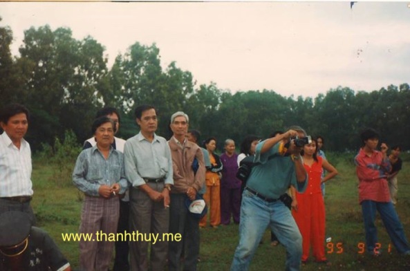 Đám tang nhạc sĩ Trúc Phương có sự hiện diện của một số nhạc sĩ, trong hình này có Mặc Thế Nhân, Thanh Sơn, Tô Thanh Tùng, Hoàng Trang, Ngọc Sơn (chụp hình)