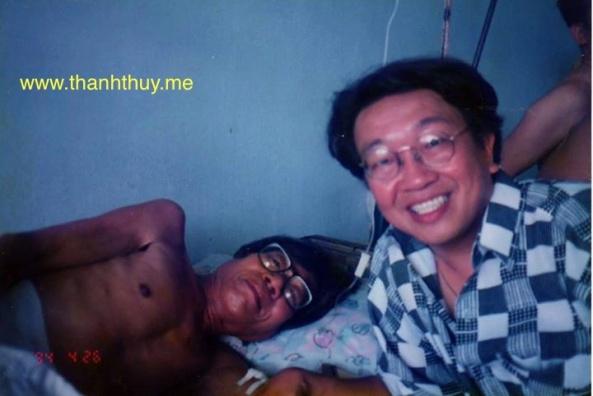 Trần Quốc Bảo vào Bịnh viện Dân Tộc thăm anh hồi tháng 4 năm 1994