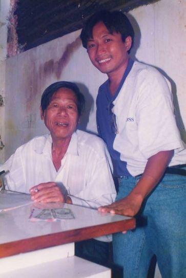 Nhạc sĩ Trúc Phương và đại diện Thế Giới Nghệ Sĩ ở Việt Nam những năm 1993-1998