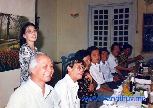 Chị Khánh - chủ nhân quán 26 đồn đất (chị ruột ca sĩ Duy Thanh) dành cho nhóm nhạc sĩ trước 75 một vòm trời rất riêng mỗi khi cần họp mặt giải sầu