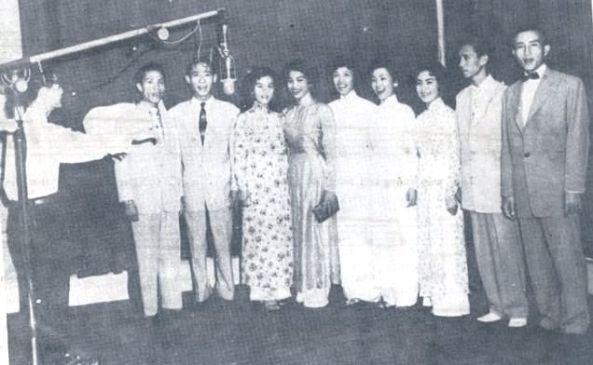 Ban nhạc Nguyễn Hiền (điều khiển) - Thanh Thoại thứ 2 từ trái