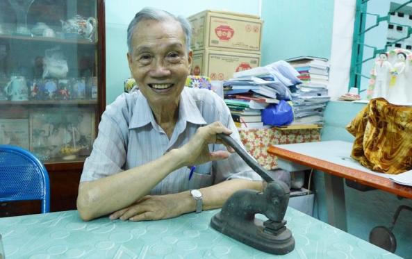 Ông Đinh Tiến Mậu, chủ tiệm ảnh Viễn Kính, Sài Gòn