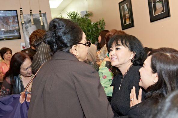 Hương Lan và Ngọc Đan Thanh rất vui khi gặp lại Julie Quang sau nhiều tháng năm xa cách