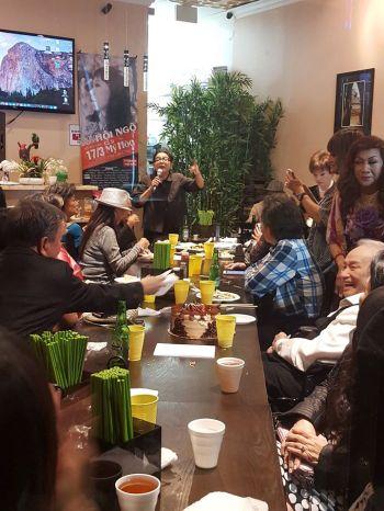 Đêm nay Julie Quang không ca mà lên kể một câu chuyện vui tặng nhạc sĩ Lam Phương và mọi người
