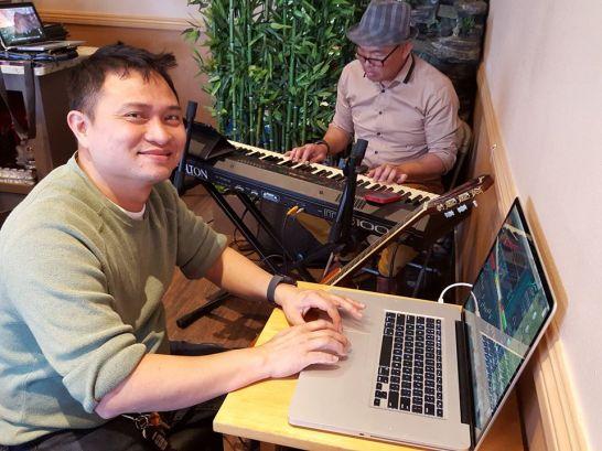 Đêm nay chương trình ca nhạc được xôm tụ nhờ tay đàn Tony Q Nguyễn và giàn âm thanh tuyệt vời của Mai Định (cảm động nhất là do chính chủ nhân chăm sóc)