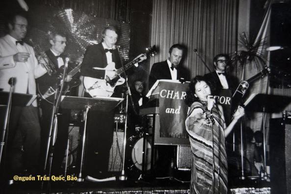 Ca sĩ Thiên Nga trình diễn tại Saigon những năm 1966-1967