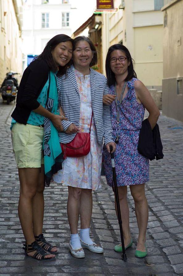 Từ trái: Shirley, Thiên Nga, Grace Lai chụp khoảng năm 2012, lúc này Thiên Nga đã ngã bịnh