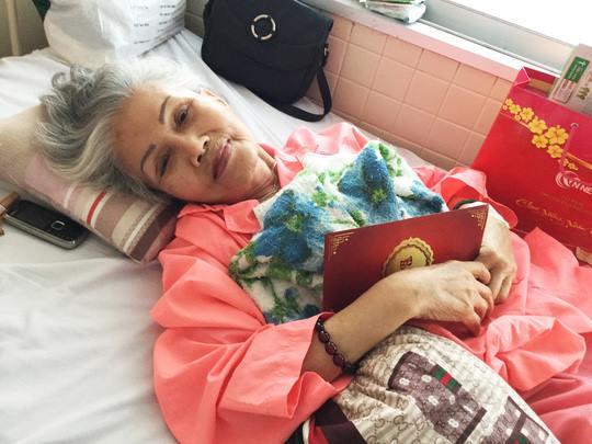 Hình ảnh nghệ sĩ Út Bạch Lan trên giường bệnh hồi tháng 1/2016