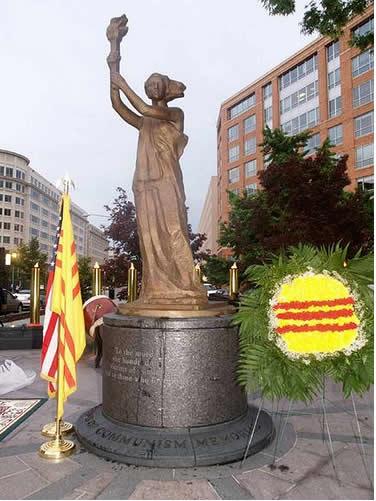 Image result for Tượng đài Tưởng niệm Nạn nhân Cộng sản tại WASHINGTON d.c.
