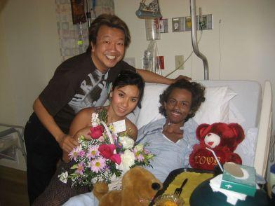 Cuối tháng 6, nghe tin Quốc Việt vào bịnh viện, Trần Quốc Bảo vào thăm, gặp Y Phụng cũng vừa đến.