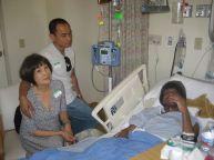 Chị Nga, Mạnh Thiện tại nhà thương ghé thăm Quốc Việt