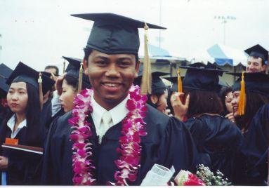 Ảnh Quốc Việt trong ngày tốt nghiệp ra trường cuối thập niên 90