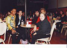 Sinh nhật lần đầu của Quốc Việt tổ chức tại Bleu năm 2002, lúc này Bleu vẫn còn cái tên cũ MVP chưa đổi chủ mới. Từ trái: Quốc Việt, anh chị Phước, Connie, Cẩm Hường, thân mẫu Quốc Việt