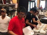 Một nhà hàng của người Việt ở đông nam Texas chuẩn bị 1.000 suất ăn miễn phí trong đợt mưa bão (Ảnh: Facebook Keith Nguyen)