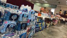 Lương thực do các nhà hảo tâm quyên góp cho Chùa Liên Hoa để hỗ trợ các nạn nhân bị ảnh hưởng nặng nề từ bão Harvey
